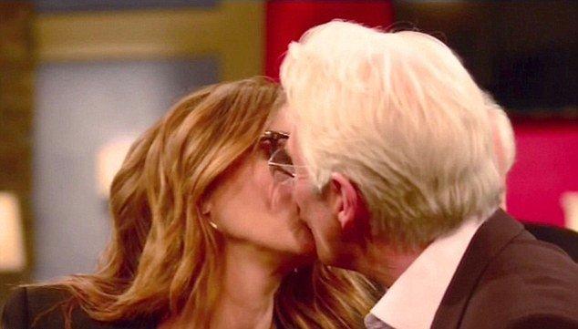 Джулия Робертс и Ричард Гир поцеловались в прямом эфире