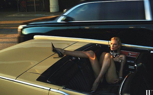 Шарлиз Терон оголилась для съемки в модном журнале
