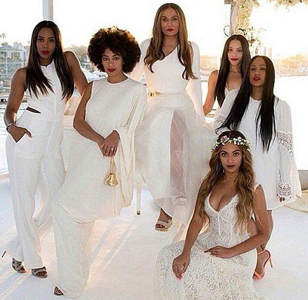 Подружка невесты: Бейонсе блистает в свадебном наряде