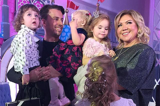Маленькие тусовщики: дети Аллы Пугачевой и Максима Галкина оторвались на детской вечеринке