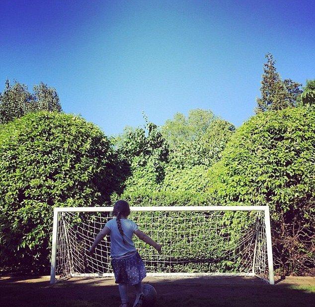 Фотофакт: дочь Дэвида Бекхэма начала играть в футбол