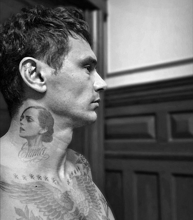 Джеймс Франко сделал на шее татуировку с изображением Эммы Уотсон