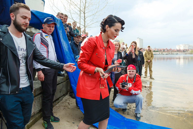 Даша Астафьева пожертвовала 25 000 гривен на зарыбление Днепра