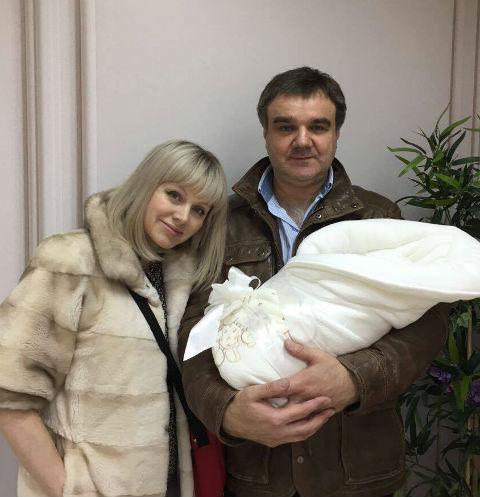 В сеть попало первое фото новорожденного сына певица Натали