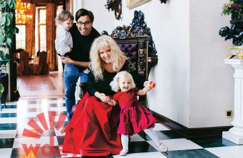 Алла Пугачева и Максим Галкин с детьми - сыном Гарри и дочерью Елизаветой