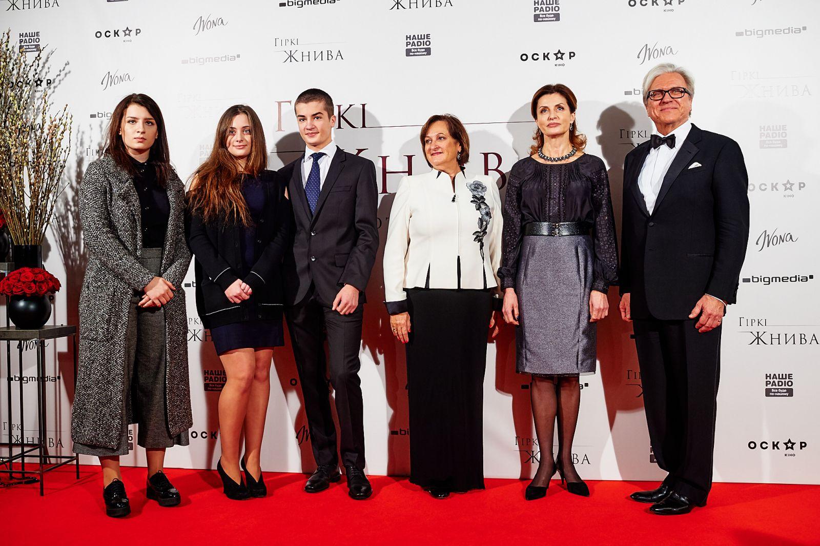 Марина Порошенко в черной вышиванке пришла на премьеру фильма о Голодоморе