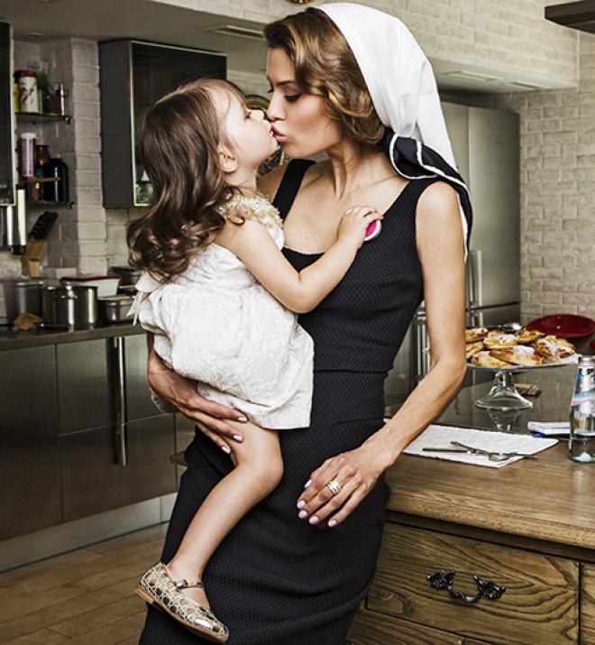 Виктория Боня снялась в гламурной фотосессии с лапочкой-дочкой