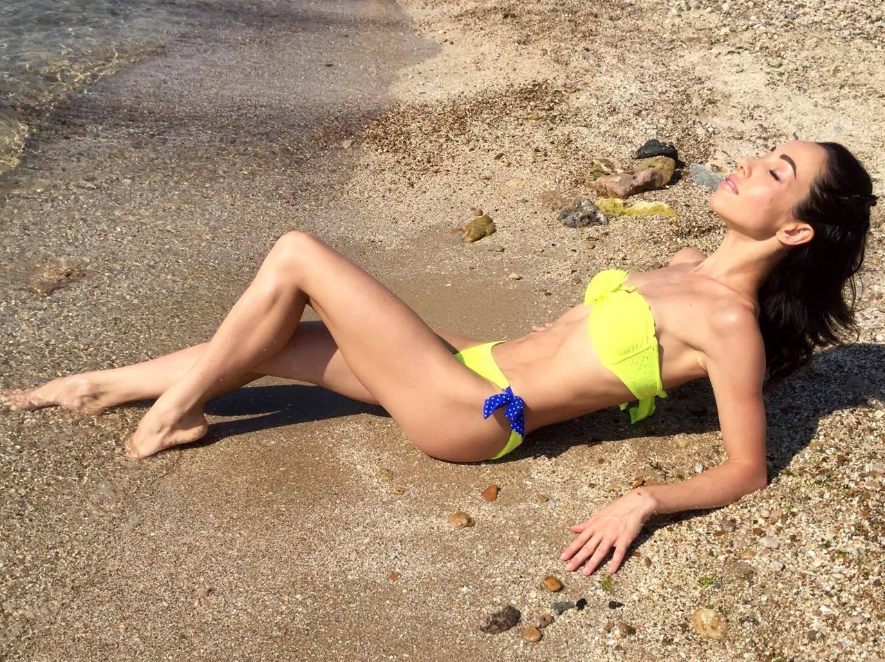 Сексуальная балерина Екатерина Кухар похвасталась фигурой в купальнике