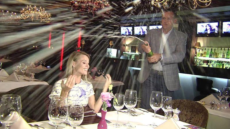Ольгу Фреймут искупали в элитном шампанском