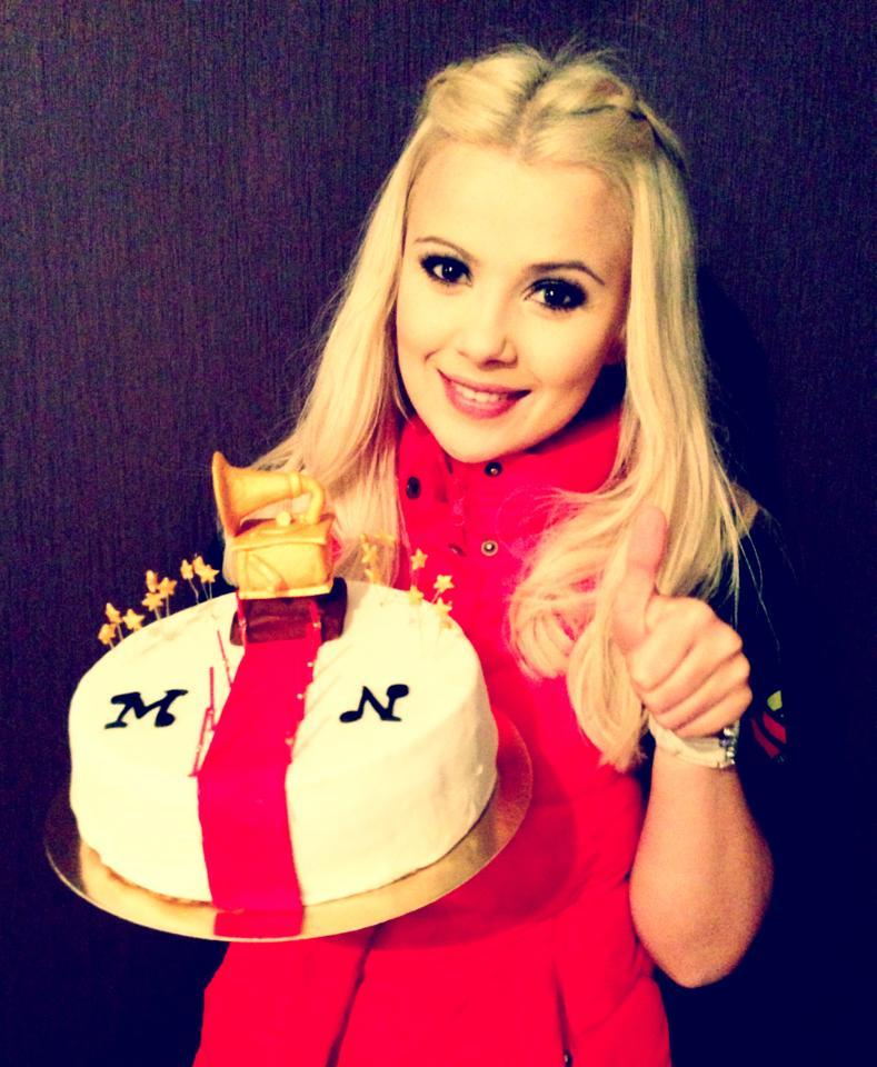 Мике Ньютон подруга испекла в Киеве торт. март 2013
