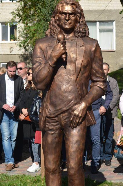 В Луцке демонтировали скандальный памятник Кузьме Скрябину