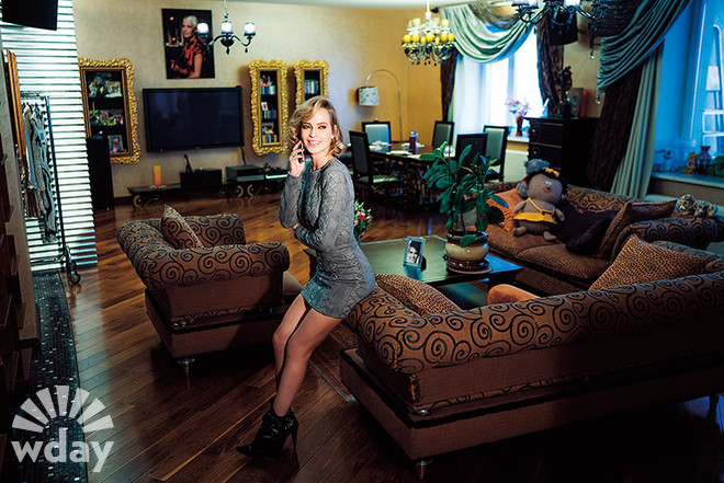 По-царски: Глюкоза показала свою роскошную квартиру в Москве