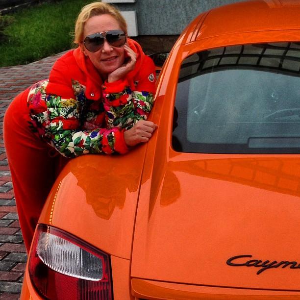 Оксана Пушкина автомобиль машина фото