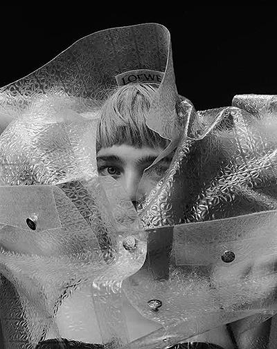 Не узнать: Наталья Водянова обескуражила публику новой фотосессией для Pop Magazine