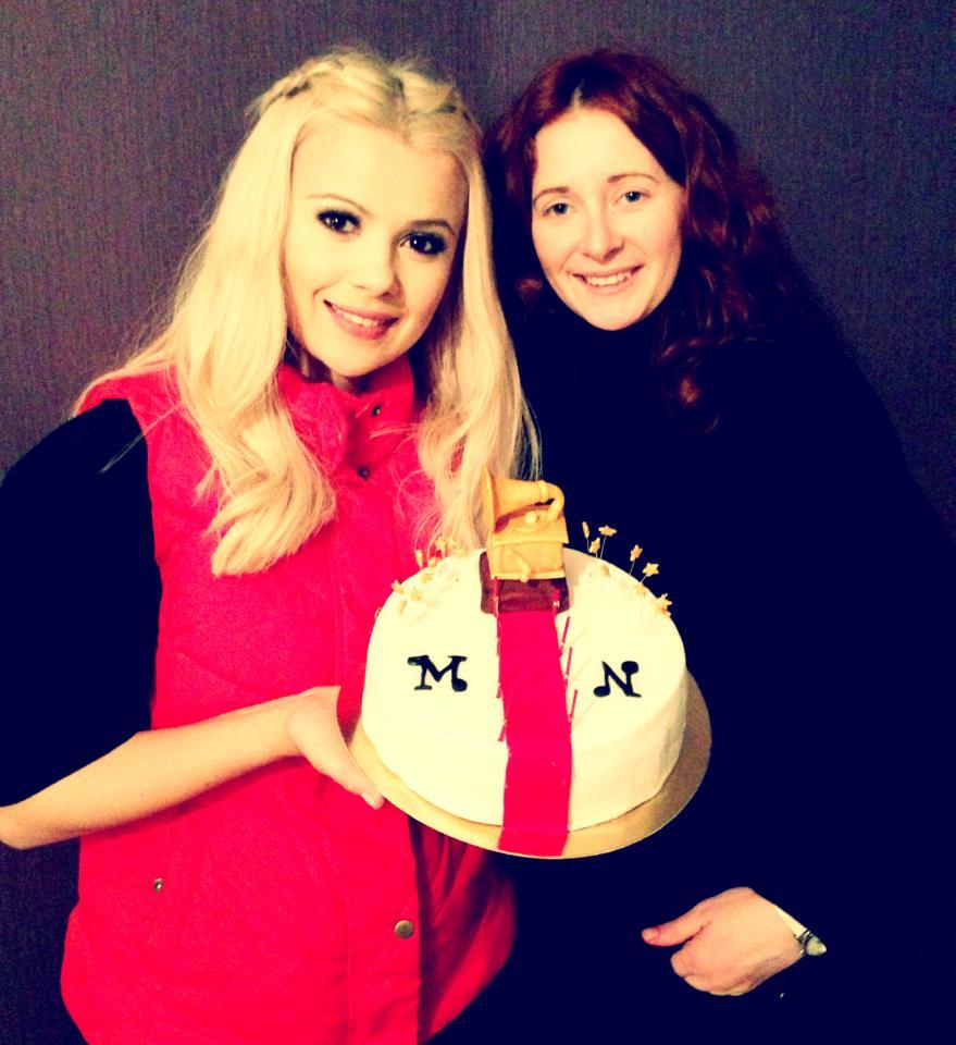 Подруга испекла для Мики Ньютон в Киеве торт. Март 2013