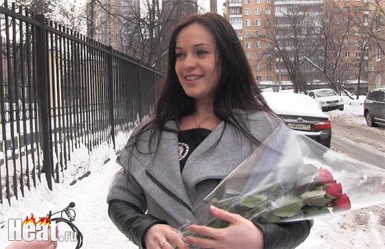 Гражданская жена звезды реалити-шоу «Дом-2» Степана Меньщикова выписалась из больницы с их новорожденным сыном. Сам Степан из-за работы не смог забрать из роддома своего наследника, но это сделал его брат.