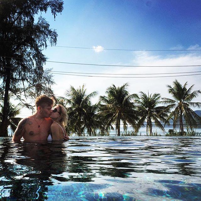 Александр Кривошапко отдыхает вместе со своей девушкой в теплых краях