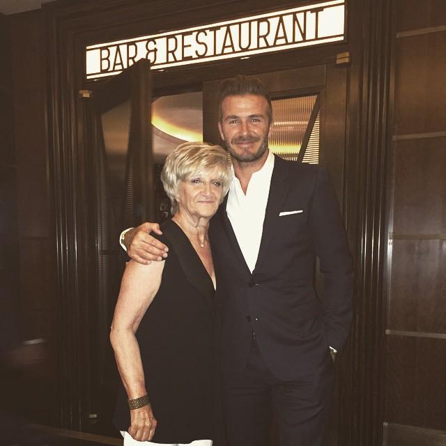 Дэвид Бекхэм трогательно поздравил свою маму с днем рождения