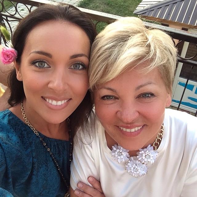 Алсу и ее мама