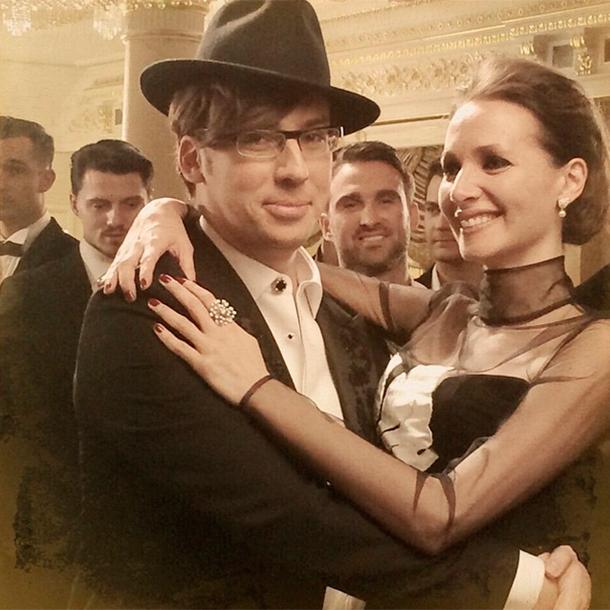 Фото Максима Галкина в объятиях  с другой женщиной - новая любовь или новая работа?