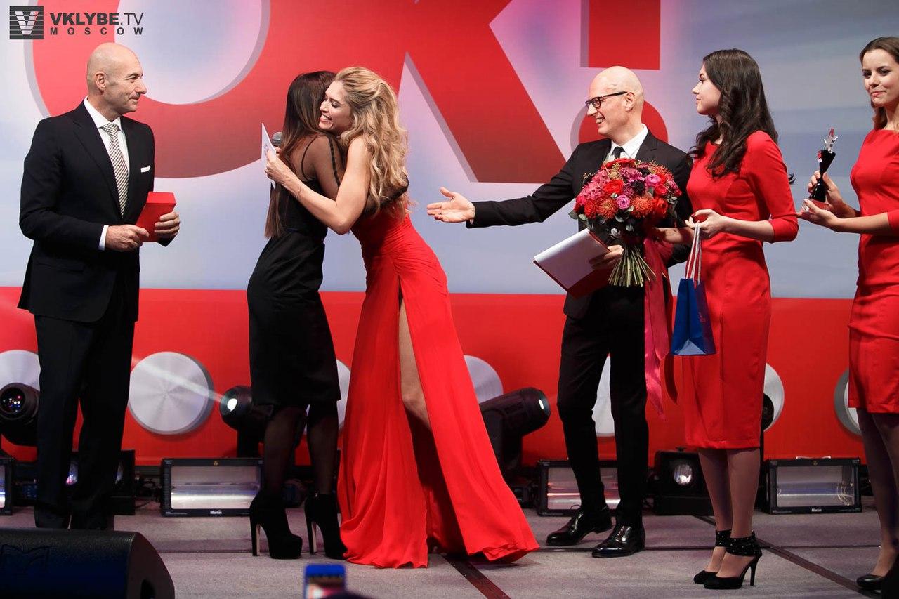 Вера Брежнева произвела фурор стильным нарядом на премии российского глянца