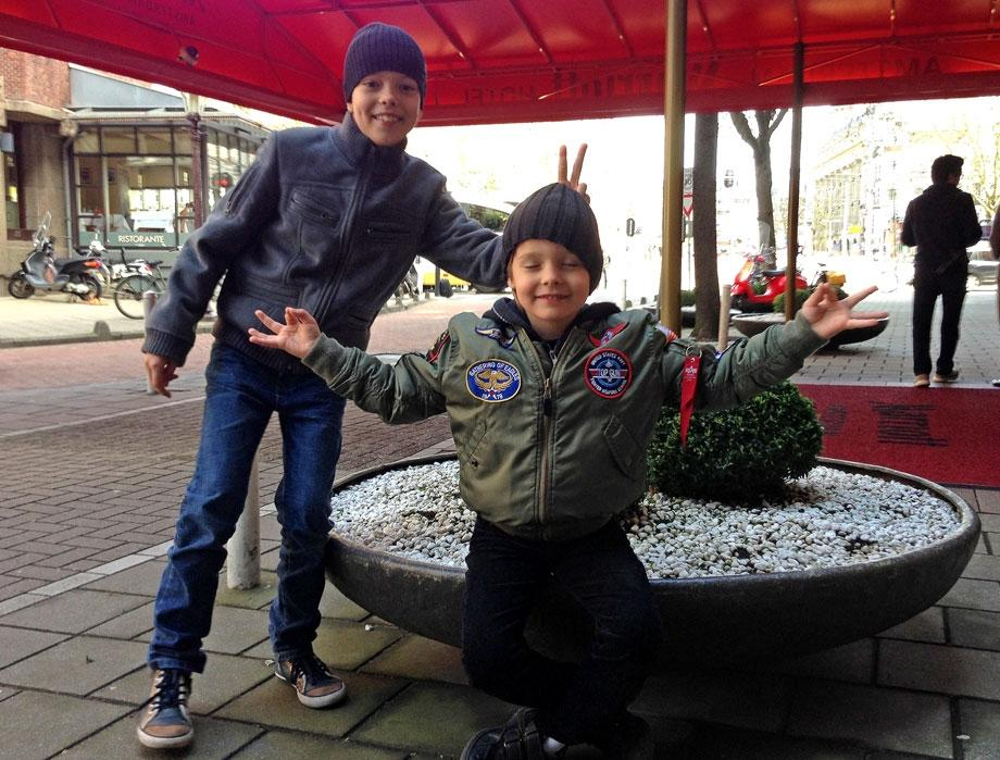 Григорьев Апполонов с ыновьями в Амстердаме