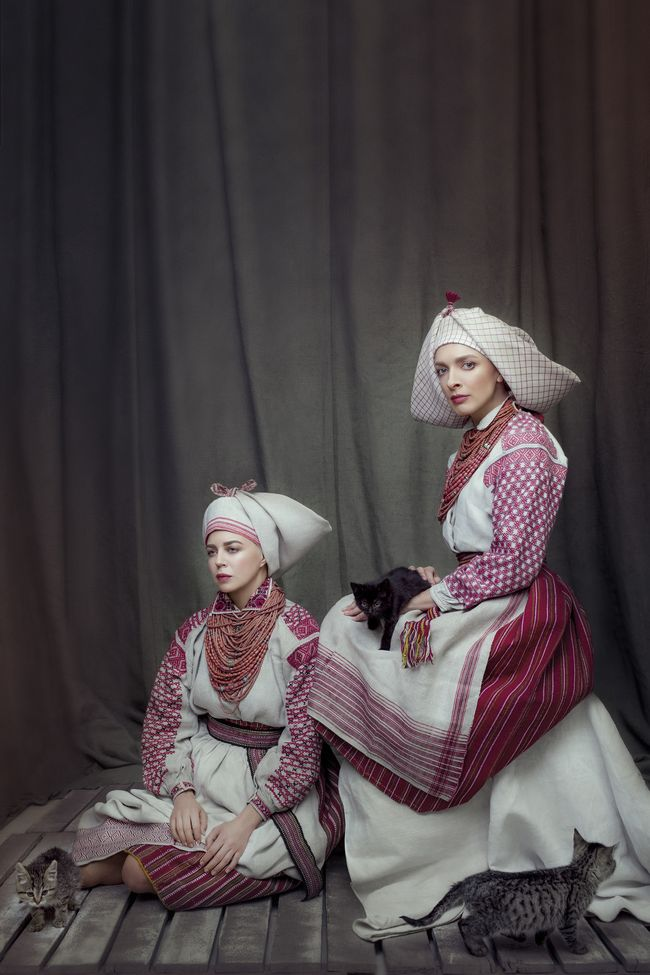 15 звезд в украинских костюмах: Санта Димопулос, Маша Ефросинина, Янина Соколова в проекте Щирі