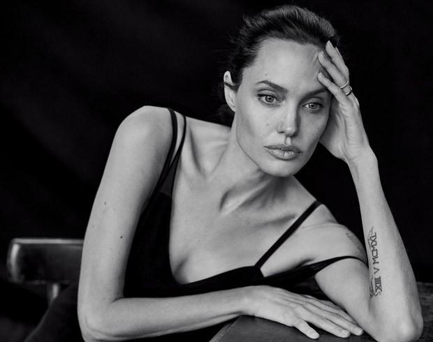 Роскошная Анджелина Джоли сняла в черно-белой фотосессии легендарного фотографа