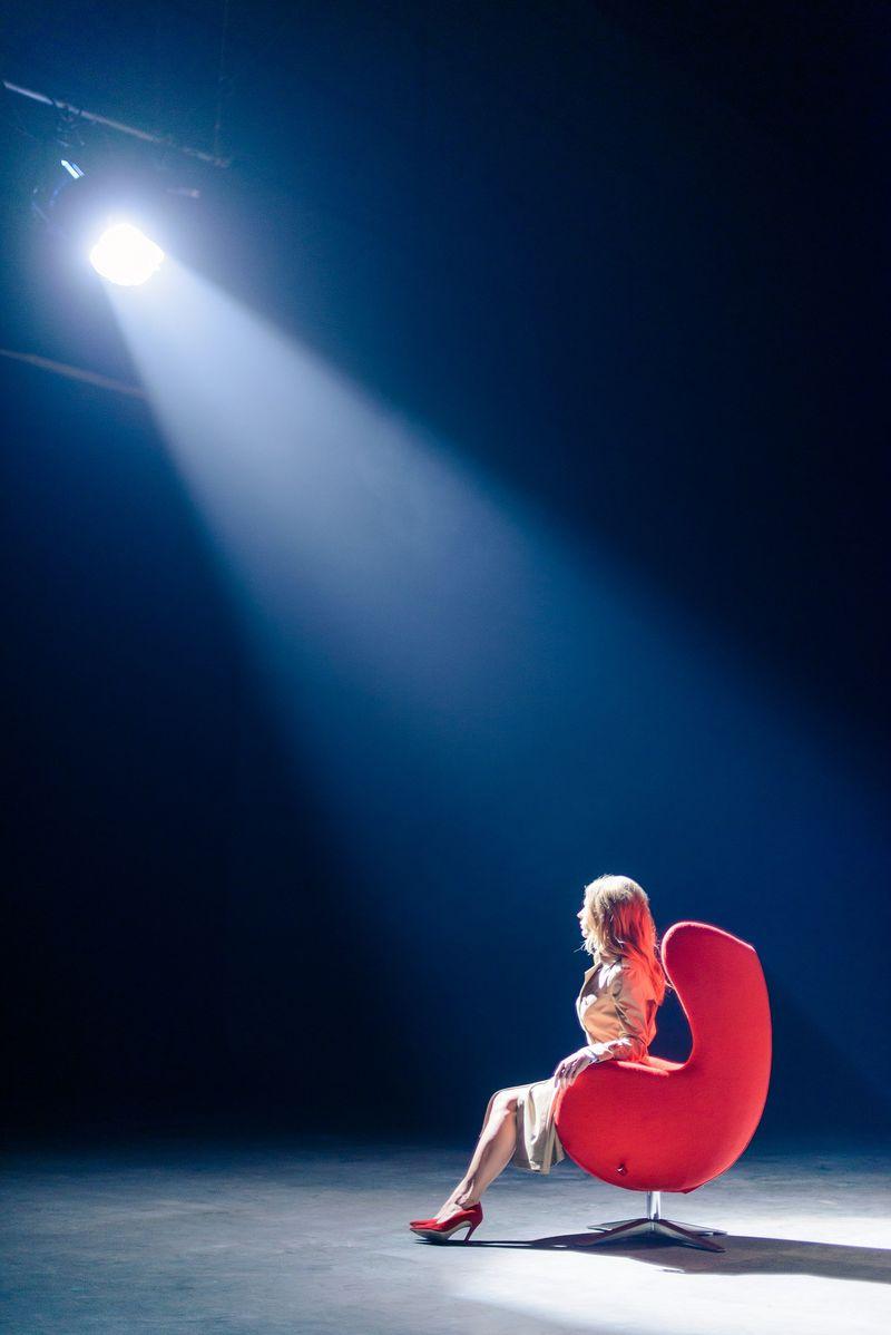 Ольга Фреймут в стиле секси: бэкстейдж со съемок Инспектор Фреймут