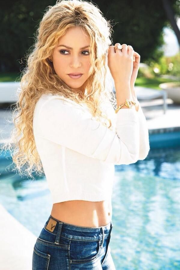 Шакира в шортах фото 788-658