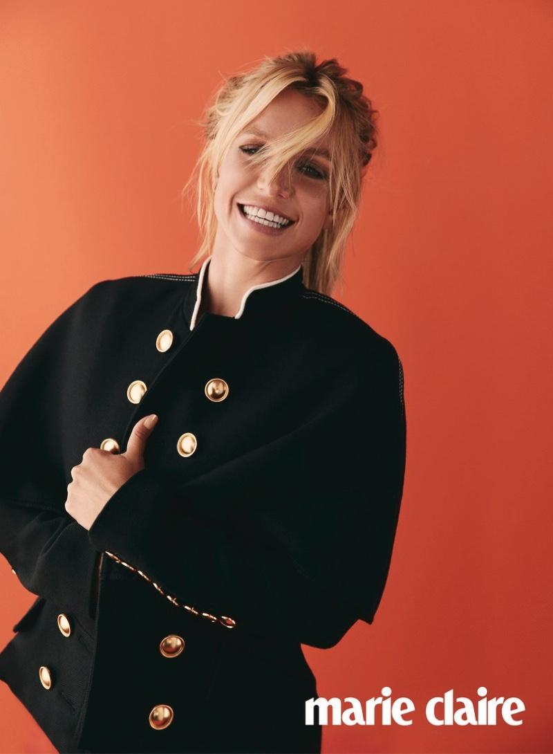 Задорная девчонка: Бритни Спирс блистает на обложке Marie Claire