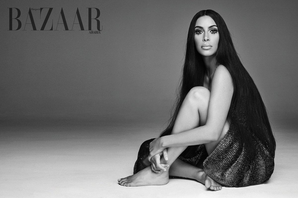 Ким Кардашьян снялась для обложки глянца в образе певицы Шер