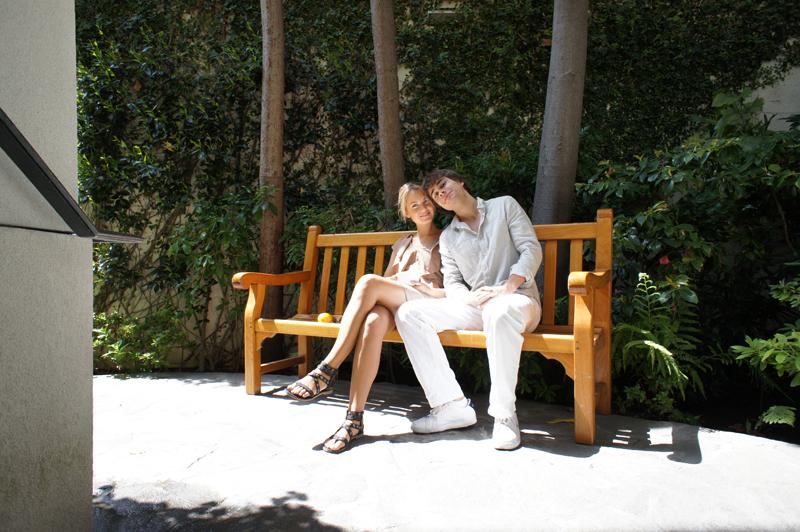 Александр Рыбак с девушкой