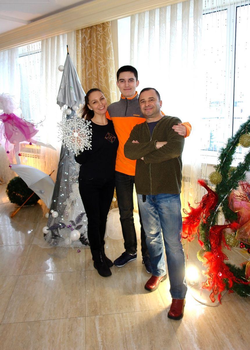 Виктор Павлик отметил свое 50-летие с женой и сыном