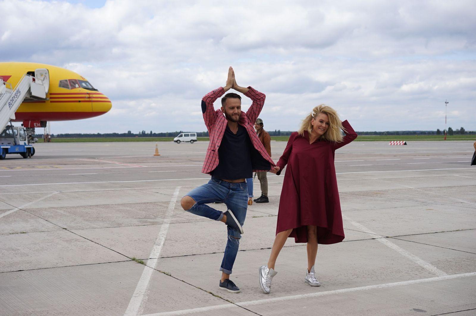 Звезды в аэропорту: репортаж о показе Жана Грицфельдта на взлетной полосе