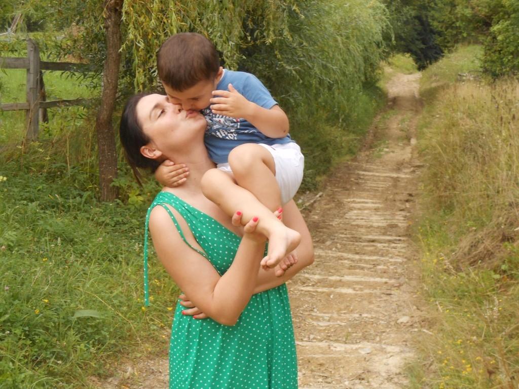 Телеведущая Людмила Барбир с сыном в Карпатах: семейные фото