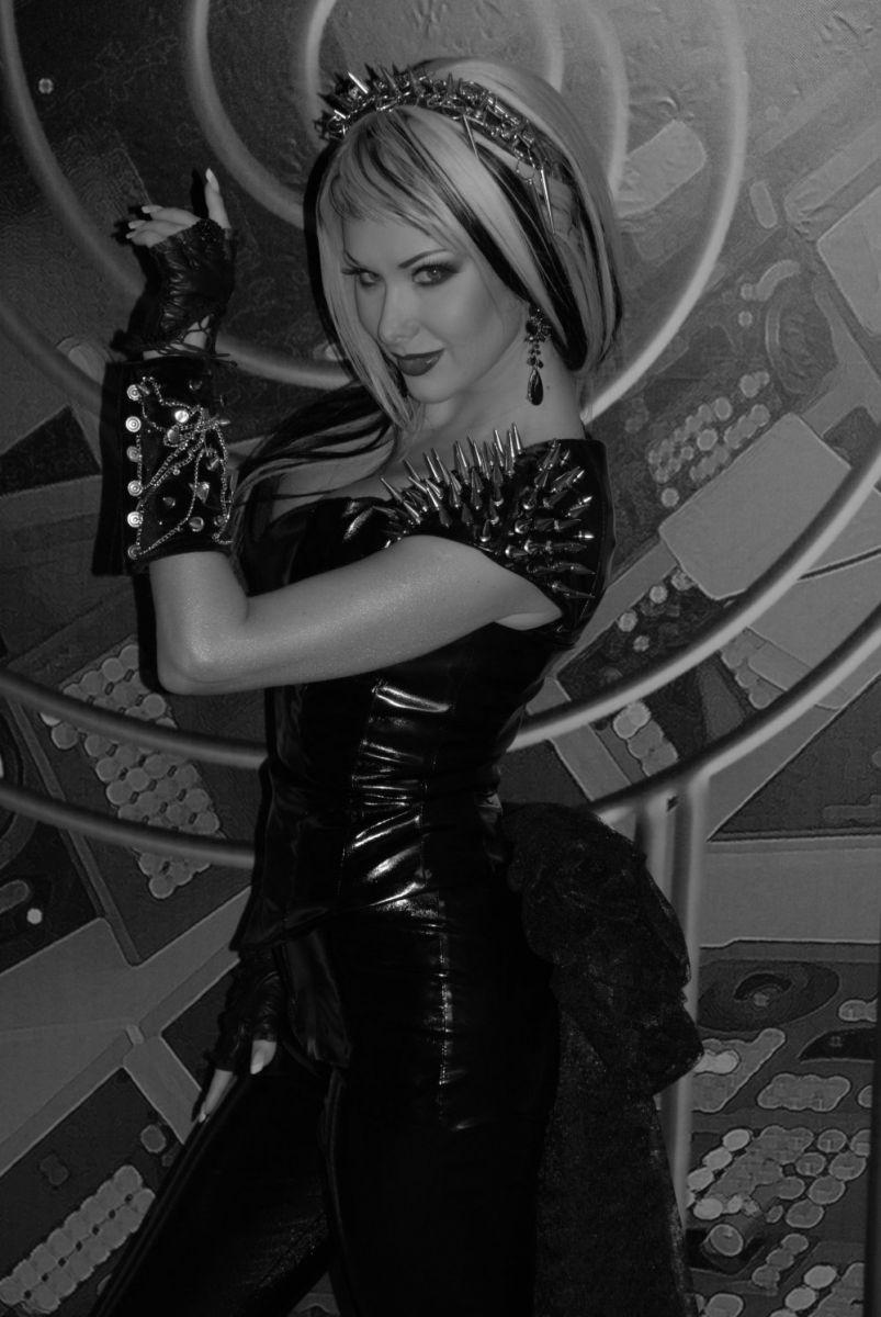 Екатерина Бужинская вспомнила, как встретила Хэллоуин в образе рокерской вампирши
