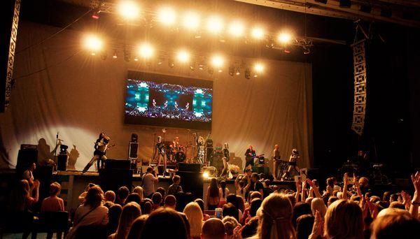 Loboda выступила на Донбассе