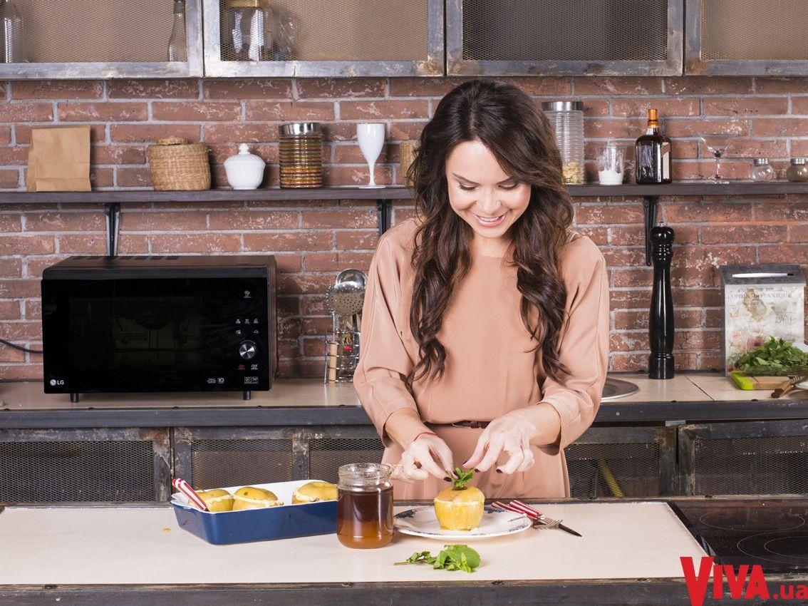 Готовим с Лилией Подкопаевой: рецепт печеных яблок с творогом и медом