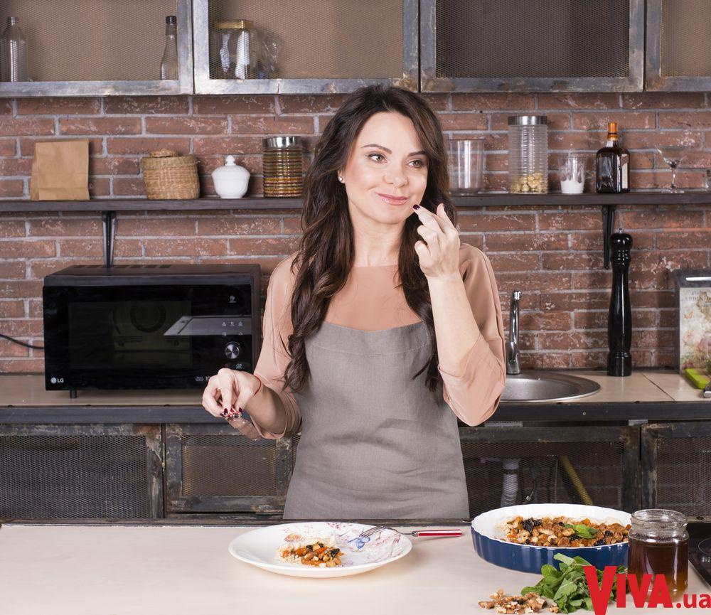 Готовим с Лилией Подкопаевой: рецепт открытого пирога с сухофруктами и медом