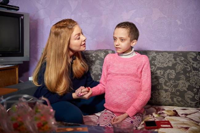 Объятия и слезы счастья: Тина Кароль осуществила мечту онкобольной девушки