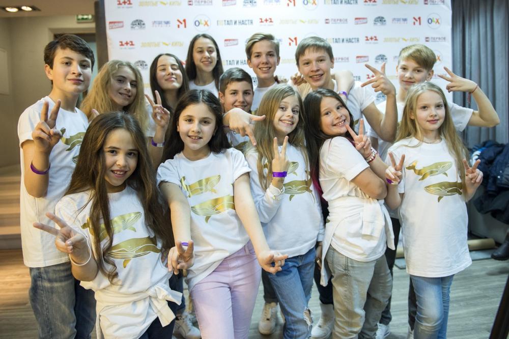 "Участники шоу ""Голос.Діти-3"" заобнимали Потапа на его юбилейном концерте с Настей Каменских"