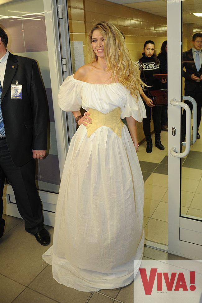 вера брежнева платье фото 2013