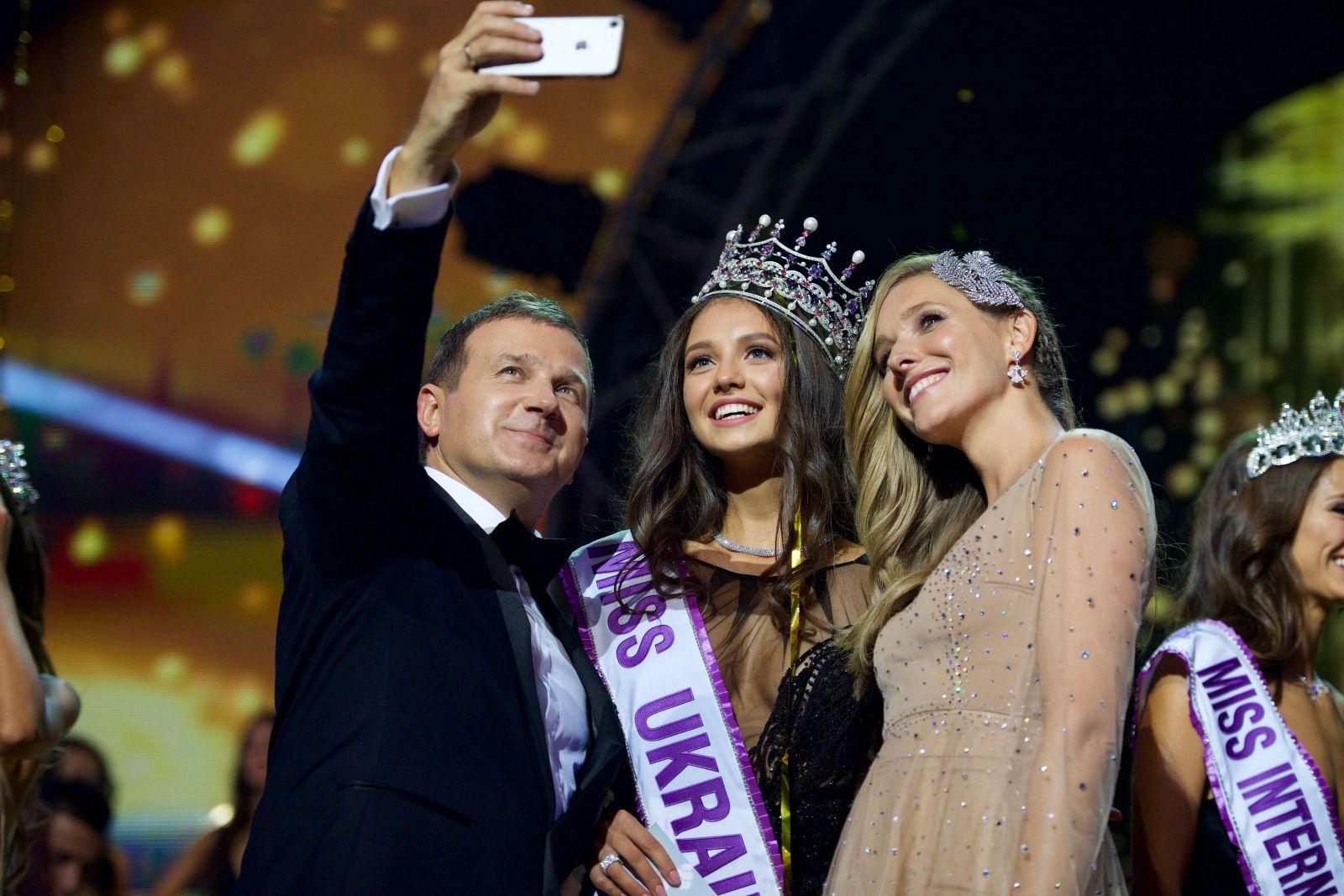 Роскошная корона и голливудская улыбка: в Киеве выбрали Мисс Украина-2017