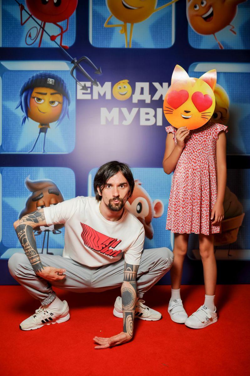 Оля Полякова сразила публику на премьере Эмоджи Муви