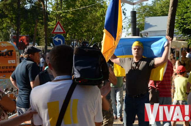 митинг против Путина в Юрмале на конкурсе Новая волна 2014