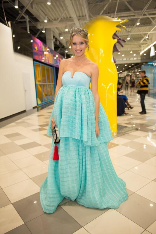 Viva! Бал: Катя Осадчая спрятала беременность под пышным нарядом