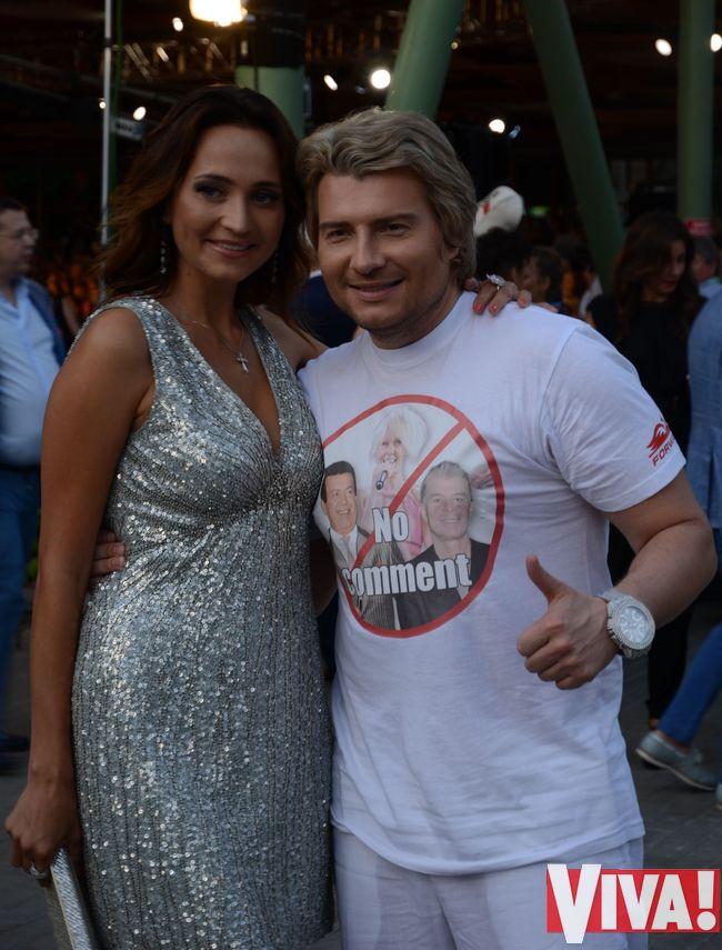 Николай Басков в футболке с Валерией, Кобзоном и Газмановым