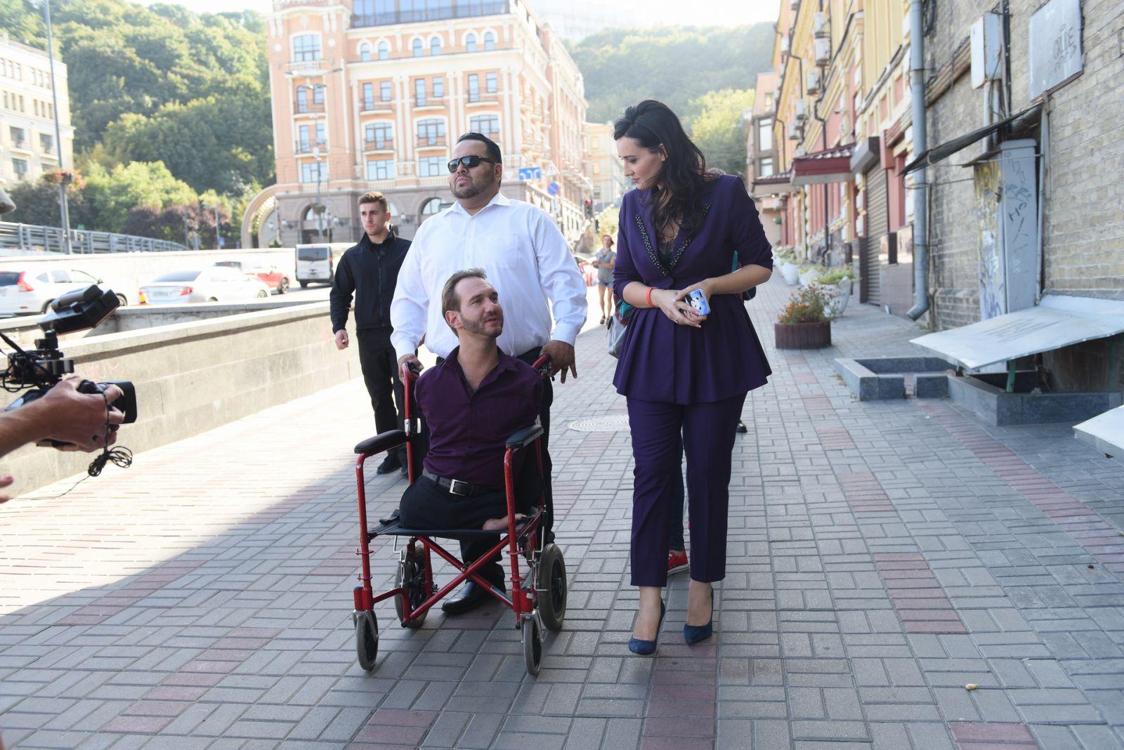 Эксклюзивные фото и видео Ника Вуйчича в Киеве