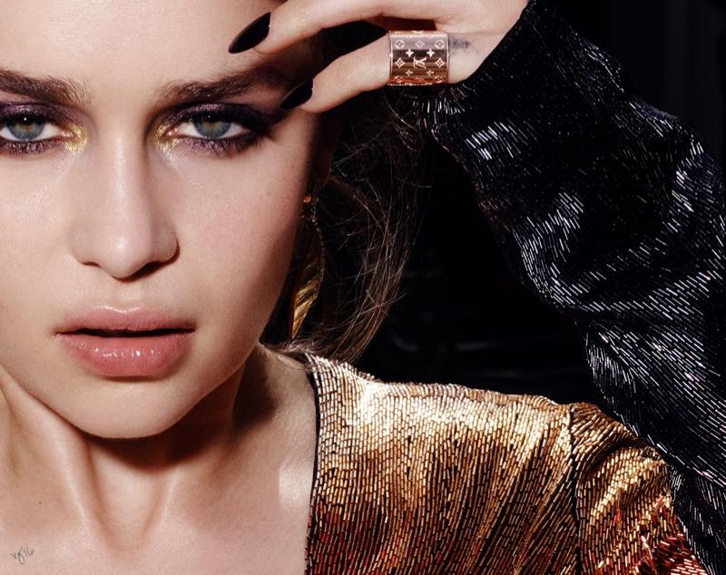 Звезда «Игры престолов» Эмилия Кларк полностью разделась в новой съемке для глянца